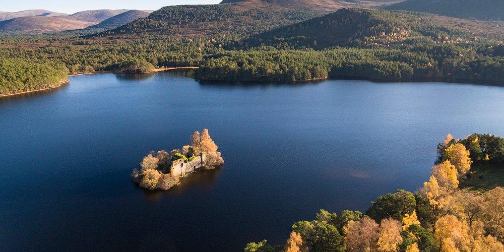 No bells, no whistles. Just natural, Scottish beauty 💙👌   📍 Loch An Eilein, Rothiemurchus, Aviemore 📷 VisitScotland / Richard Elliot
