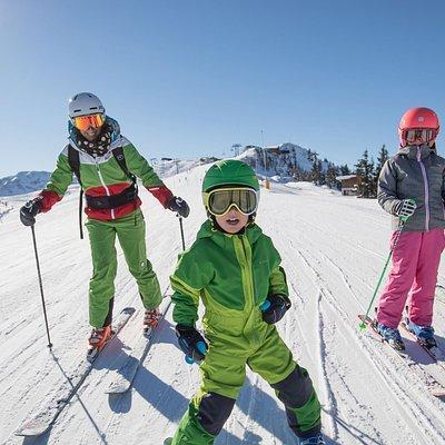 109 Pistenkilometer und 45 Liftanlagen im Ski Juwel Alpbachtal Wildschönau bieten Spaß & Action für die ganze Familie.