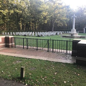 Overloon Cemetery CWGC