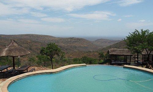 Infinity pool at Magadzavane Lodge