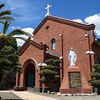 形も美しい教会です