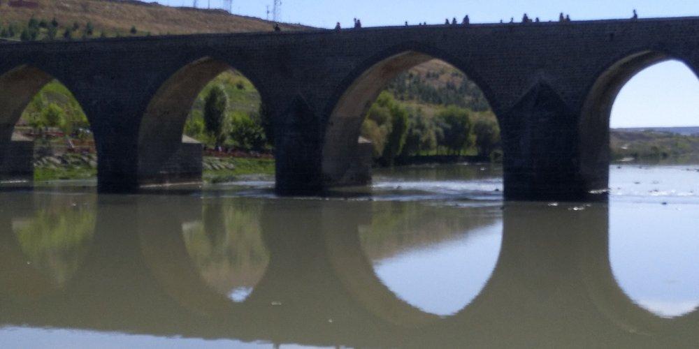 Tigris river, Diyarbakir, Turkey