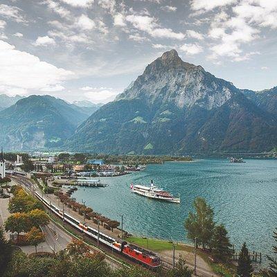 Flüelen - Panoramazug und Schiff