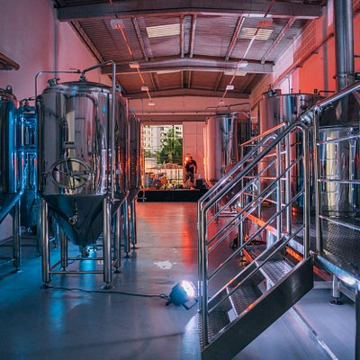 Processo produtivo pode ser visto do bar de fábrica.