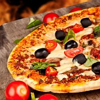 Thin crust!Home-made dough. Only 100% mozzarella cheese and fresh ingredients.