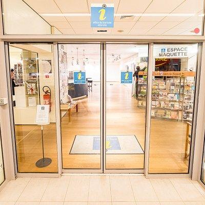 Entrée de l'Office du Tourisme-Inforville dans la Galerie des Halles