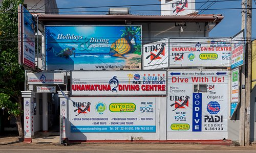 Street view to the street entrance of the UNAWATUNA DIVING CENTRE.