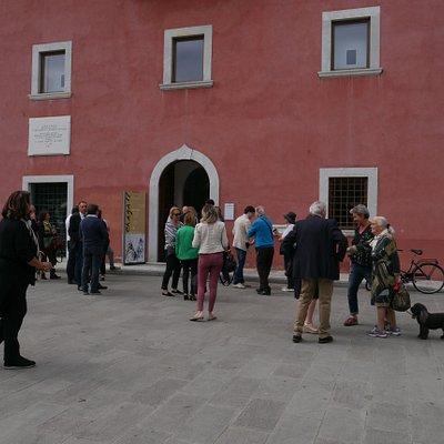 на открытии выставки Шагала
