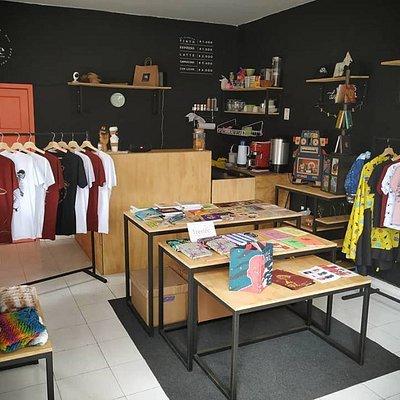 Reloveution es un espacio en el centro de chapinero donde puedes encontrar diseño independiente colombiano o disfrutar de un buen café