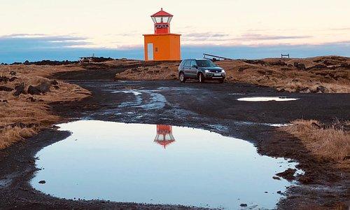 29.10.2018 Leuchtturm öndverdarnes mit Wasserpfützen in der gravel road 579
