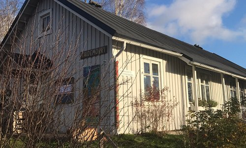 Taidemökki is a home base for local art club. There are exhibitions and items for sale. A good place to shop personal gifts.