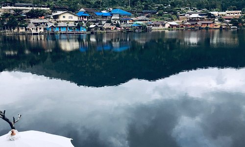 ผมและคู่รัก และ เพื่อน ดีใจมาที่ใด้มาเยือนหมู่บ้านรักไทย ที่ บรรยากาศดีมากเหมาะสมสำหรับเป็นที่พักผ่อนที่เงียบสงบ และที่พักอาศัยสะดวกสบายสามารถขับรถเลือกหาที่พักอาศัยใด้ในหมู่บ้าน และมีอาหารไทยจีนอร่อยๆและร้านขายของที่ระลึกและของฝากเต็มเลยครับ