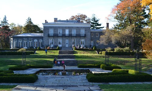 Picture of the grounds and house.