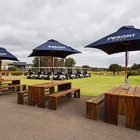 Hanners Alfresco is a nice place for a cold drink and some warm food.