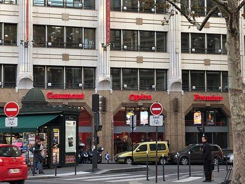 Façade du Gaumont Opéra Premier