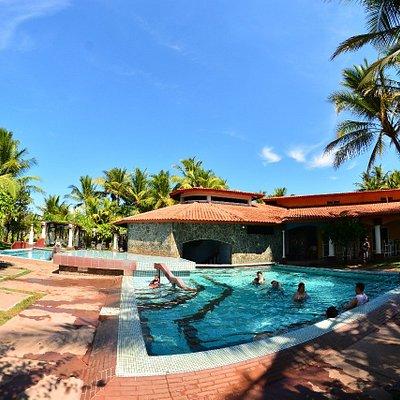 Relájate y diviértete mientras disfrutas de nuestras piscinas