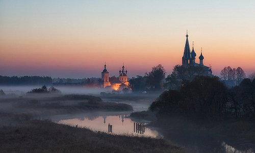 Село Дунилово в Ивановской области известно всем пейзажным фотографам. А знаменито оно тем, что здесь аж 11 церквей ( включая монастыри) и чудесные пейзажи не испорчены коттеджной застройкой, рекламой или столбами.  Доехать сюда можно на такси или автобусе от Шуи.