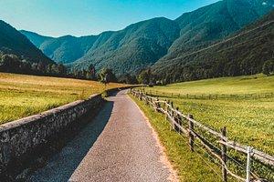 Questa è la valle di preone. Quieta, silente, praticamente disabitata. Un paradiso. Se volete conoscerla un po' di più vi lasciamo il link al nostro articolo nel blog http://www.insolitotramtravel.com/viaggi-a-kilometro-zero/preone-la-nostra-carnia/