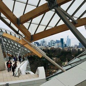 Fundação Louis Vuitton: um museu imperdível (e quase desconhecido) em Paris. Projetado por Frank Gehry, apresenta exposições e concertos de arte contemporânea.