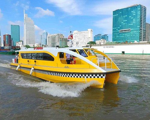 Saigon Waterbus lướt trên sông