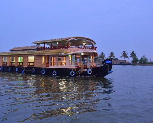 Feel the refreshing backwater cruising experience with us in our luxury houseboats.