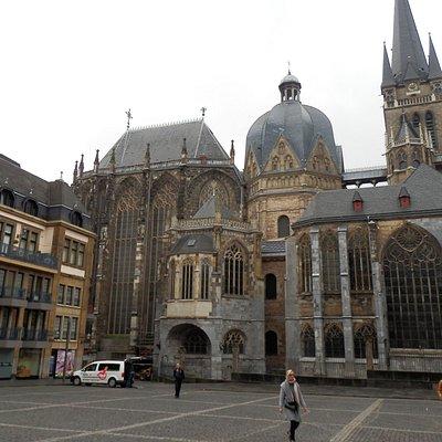 Katedra zamykająca Katschhof Square od południa