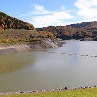 大雪ダムによってできた人造湖の大雪湖