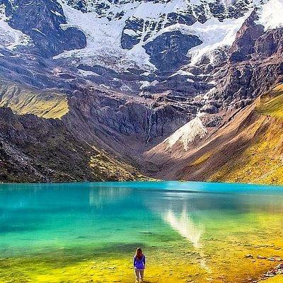 Laguna de Humantay , esta ubicada en las faldas del nevado HUMANTAY en la cordillera de Vilcabamba en los andes de Perú, Cusco