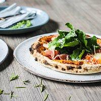 Las mejores pizzas al horno de leña. Rúgula & Prosciutto.