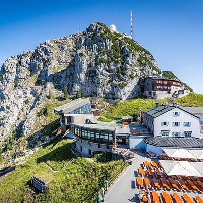 Bergstation Wendelstein mit Seilbahn, Wendelsteinhaus mit Aussichtsterrasse, BR-Sendeanlage, Observatorium am Gipfel