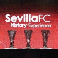 Las 5 copas de la UEFA Europa League conseguidas por el Sevilla Fútbol Club expuestas en el Tour RSP.