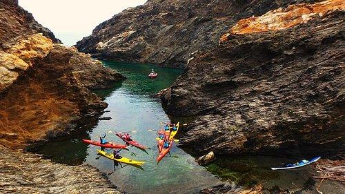 Una de las rutas es el de la reserva natural del Cap de Creus. Unas calas de ensueño.