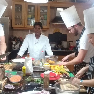 We are gourmets from Germany, we came to learn about the secrets of Mauritian Cuisines from Chef Sandy