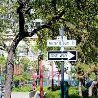 Piazza e cartello