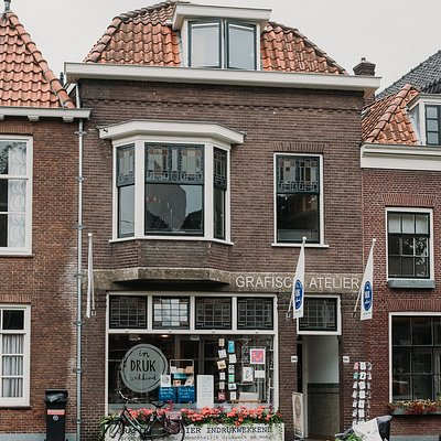 The printmaking studio 'Atelier Indrukwekkend' is based in the city center of Delft, in a pretty canal house.