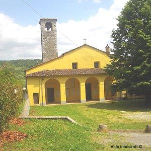 Chiesa di San Frediano a Burgianico:13 - Già citata prima del Mille, si trova su un poggio che separa la Valle dell'Ombrone dalla Valle della Brana