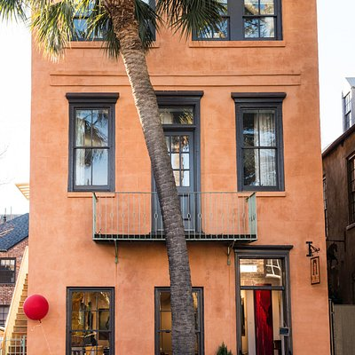 Revealed is nestled in the heart of French Quarter just down from the historic Dock Street Theatre.