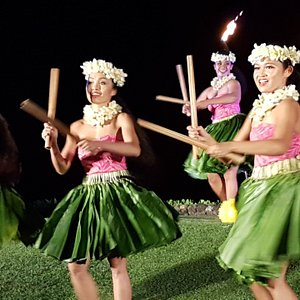 The Te Au Moana dancers aren't just talented, they're also lovely.