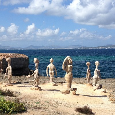 sculptures on rocks - multi group set over the walk between Can Picafort & Son Paulo