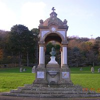 Queen Vic's bust & fountain (Happy Valley Gardens)