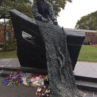 Grimsby Fisherman's Memorial Statue