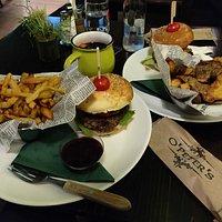 Burgers & fries/potato skins + mulled wine