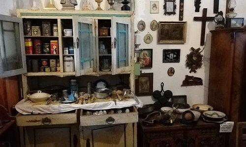 sbírka kuchynských a různých domácích potřeb