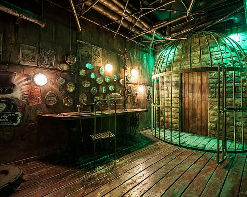 """Foto aus einem unserer Escape Rooms (""""Der Puppenspieler""""), picture from one of our escape rooms ( """"The puppeteer"""")."""