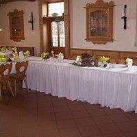 Gasthof mit rustikalem Saal, geeignet für Hochzeiten, Familien- und Betriebsfeiern