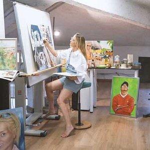 studio della pittrice Antonella Falcioni sopra la galleria