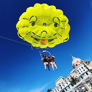 Parachute Duo ! great feeling, great experience ! Just do it ! Glisse Evasion
