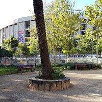Camp Nou de fondo
