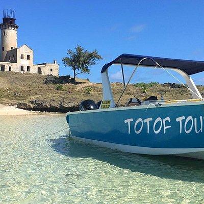 speedboat excursion to Ile aux Phare