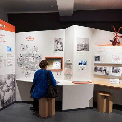 """Dauerausstellung des Anne Frank Zentrums """"Alles über Anne"""". Copyright: Gregor Zielke"""